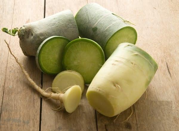 sliced green radish - 600×440