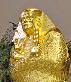 SUMMUM — американский культ, который практикует мумификацию и медитации под мухой SUMMUM, Корки, мумификации, учения, культа, Ноуэлл, афоризмов», «Семь, этого, может, после, которой, адепты, заповедей, котором, ставить, человека, считал, жизни, мумификация