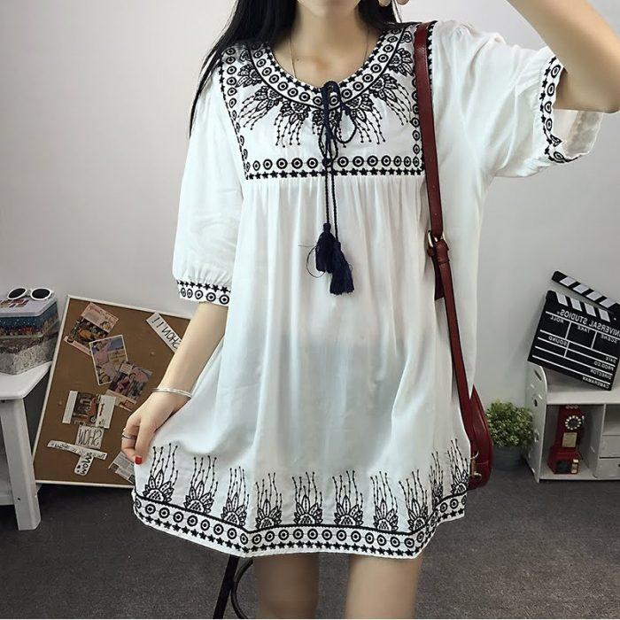 Красивая белая блузка с орнаментом - стиль бохо