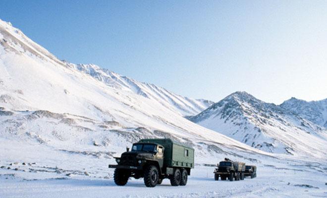 Чукотский зимник через замерзший океан: дальнобойщик показал работу в ледяной пустыне Культура