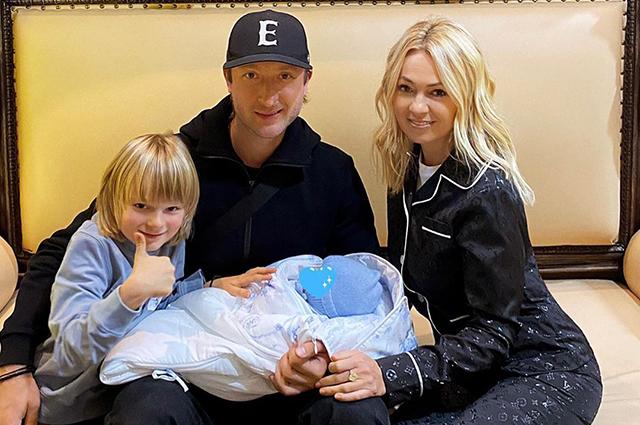 У Яны Рудковской и Евгения Плющенко родился второй ребенок Звездные дети
