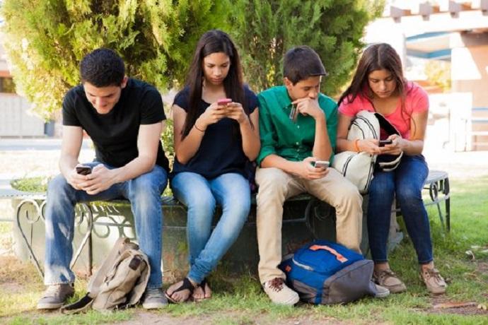 Соцсети делают подростков бо…