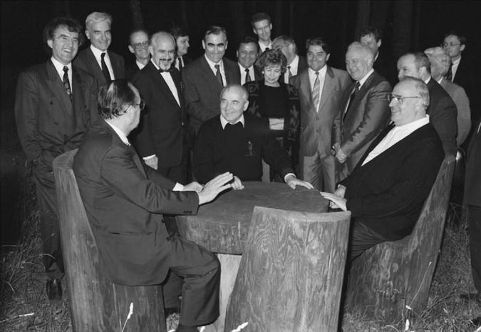 Опубликованы записи обещаний Горбачеву не расширять НАТО на восток