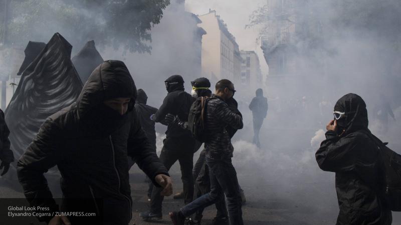 Французская полиция применила водометы, чтобы разогнать недовольных саммитом G7