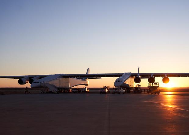 Самый длиннокрылый самолет выполнил скоростные пробежки