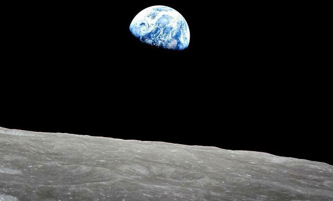Астрономы разглядели на Луне странную расширяющуюся трещину