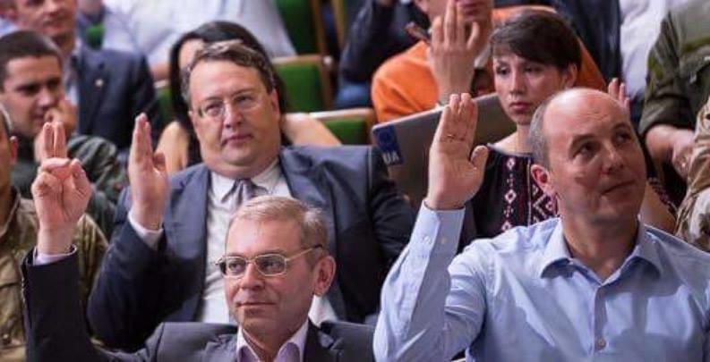 «Фронтовики» Яценюка выдавли…