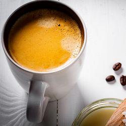 Люди во всем мире подсели на кофе со сливочным маслом, и вот почему
