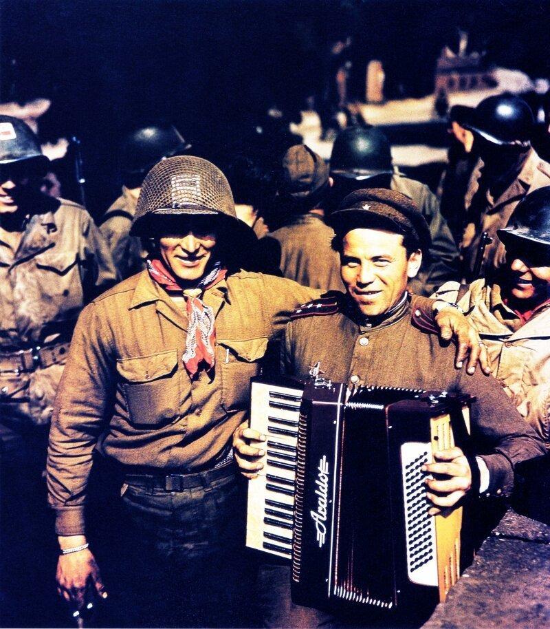 20. Встреча русских и американских солдатов в Торгау, 25 апреля 1945 года интересно, исторические фото, история, ностальгия, фото