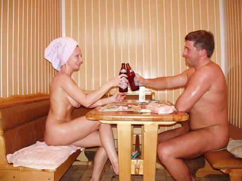 Раздвигает ноги голые в бане мужчины и женщины