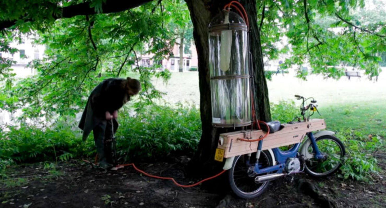 В Нидерландах владелец мопеда самостоятельно добывает газ для заправки транспорта Автомобили
