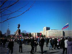 Жители Харькова и Донецка потребовали провести референдум