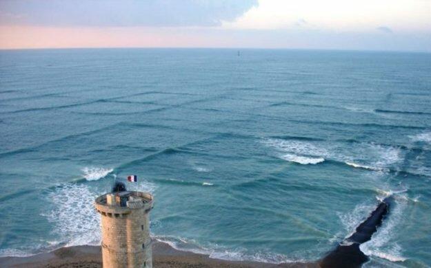 Симметрия моря превосходна! Phare des Baleines, Франция