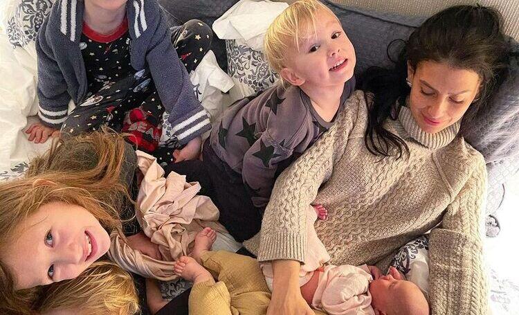 """Хилария Болдуин впервые прокомментировала рождение шестого ребенка: """"Болдуины очень хотели сестренку"""""""
