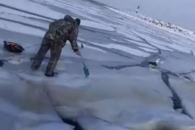 Подледная волна: опасность зимнего льда