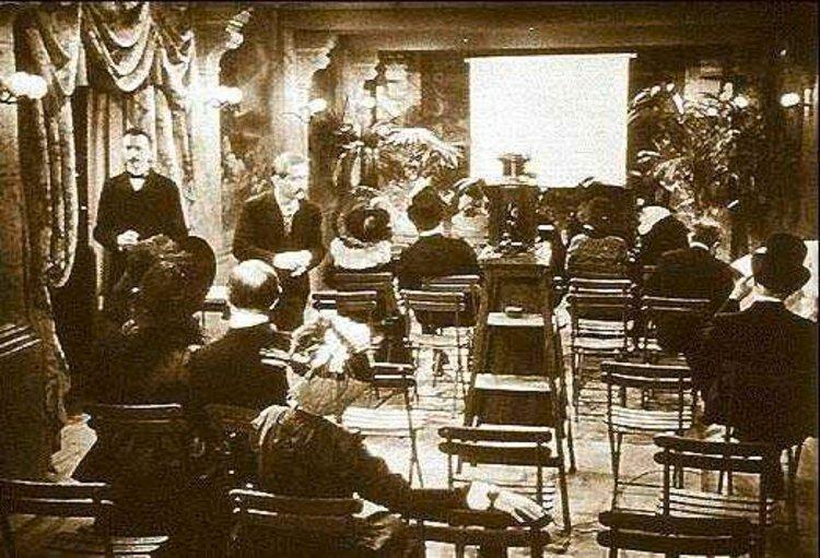 """2. Первый публичный киносеанс Огюста и Луи Люмьеров в 1895 году в парижском """"Гран-кафе"""" на Бульваре Капуцинок интересно, исторические фото, история, ностальгия, фото"""
