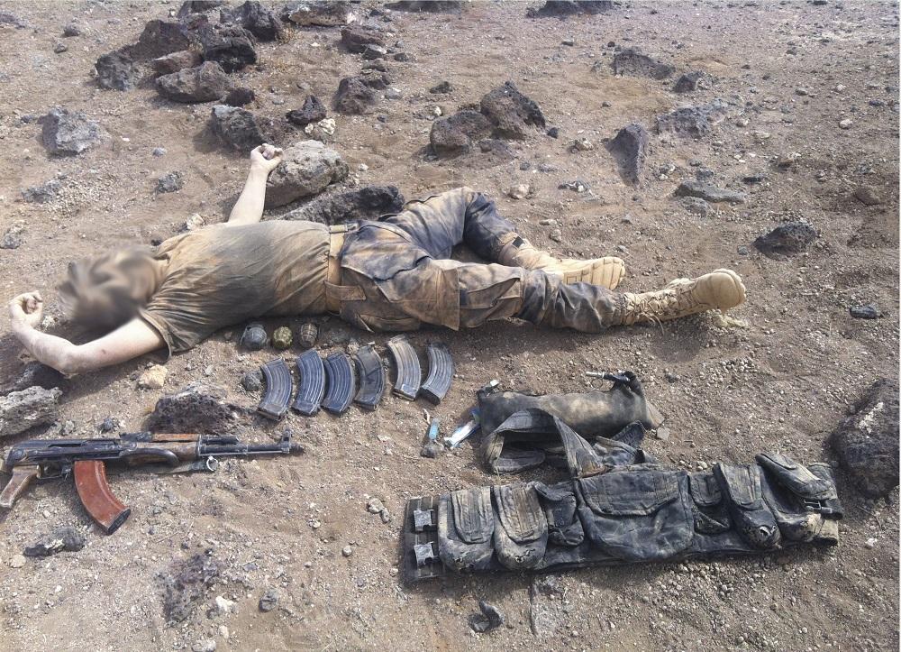 Вонь от сотен гниющих трупов: чёрная пустыня завалена телами боевиков ИГИЛ и гумпомощью ООН (ВИДЕО, ФОТО 18+)