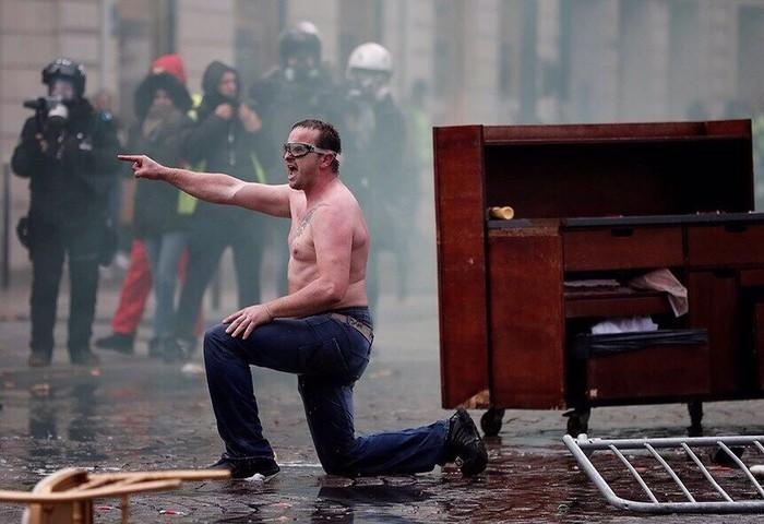 Французские протесты против повышения цен на топливо