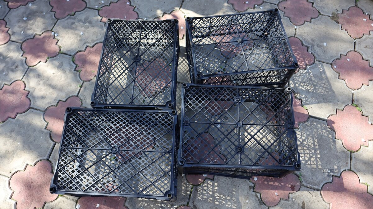 Хорошо, что не постеснялась подобрать пластиковые ящики. С их помощью решила проблему хранения обуви для дома и дачи,мастер-класс
