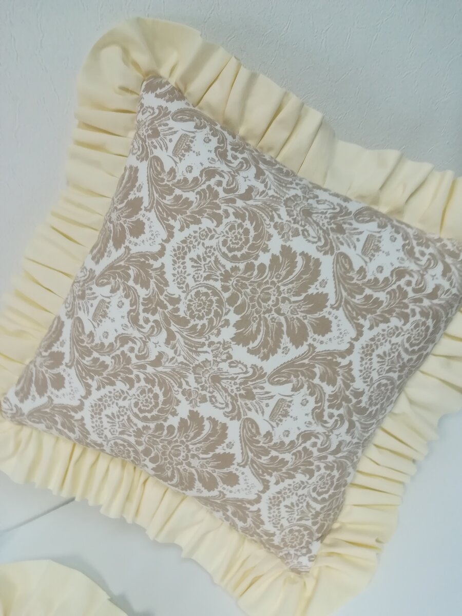 Декоративная подушка натолкнула на идею, но сейчас про саму подушку шитье