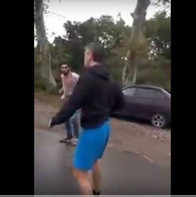 Нападение владельца отеля в Абхазии на российскую семью с малышом сняли на видео