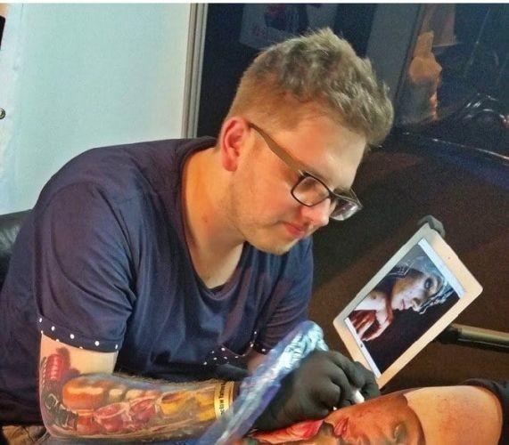 Найден самый лучший татуировщик в мире, и он тут, недалеко