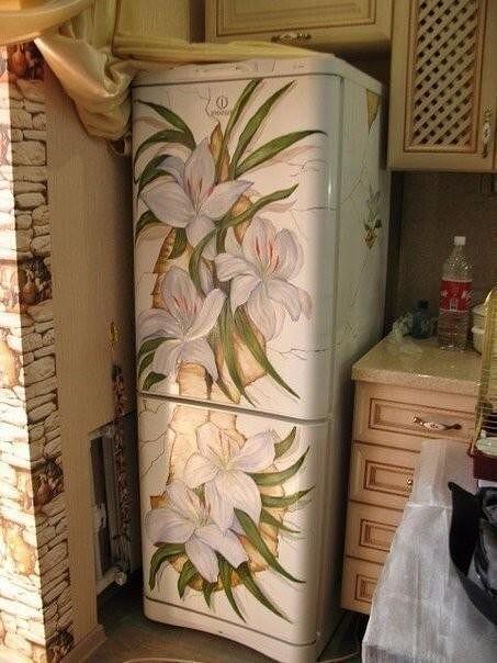 Ваш скучный белый холодильник не вписывается в интерьер? Это можно решить весьма изысканно