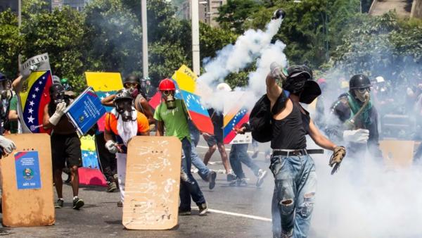 Беспорядки проамериканской либеральной оппозиции в Венесуэле. Источник изображения: https://vk.com/denis_siniy