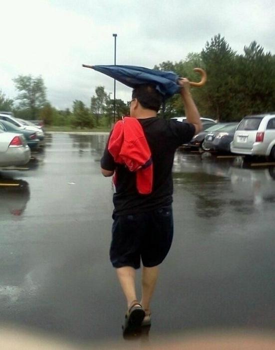 Этот таинственный зонтик... | Фото: MetDaan.