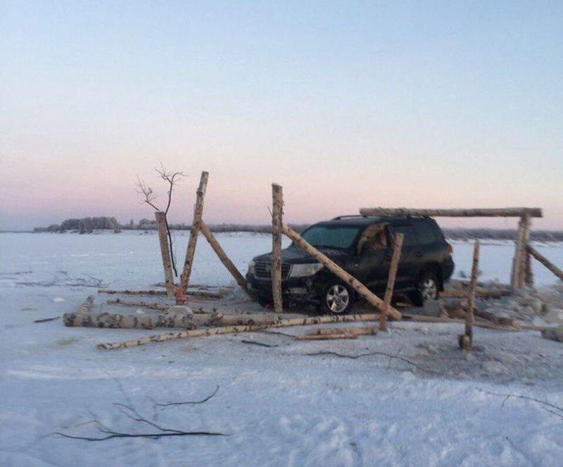 Под Усинском из реки Печоры достали затонувший Toyota Land Cruiser 200