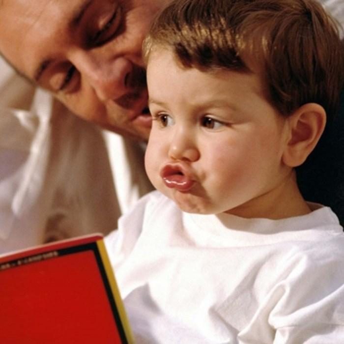 Младенцы способны изменить родителей и все, что их окружает, чтобы им было легче научиться говорить, утверждают ученые