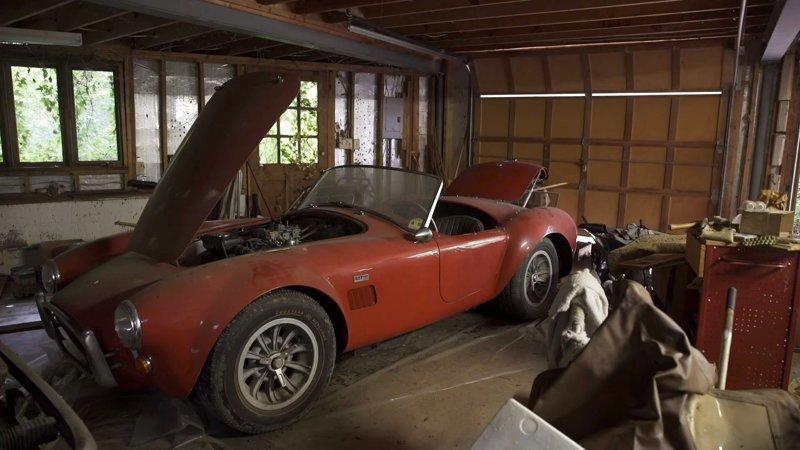 Классические автомобили на сумму 4 миллиона долларов с старом гараже (4 фото + 1 видео)