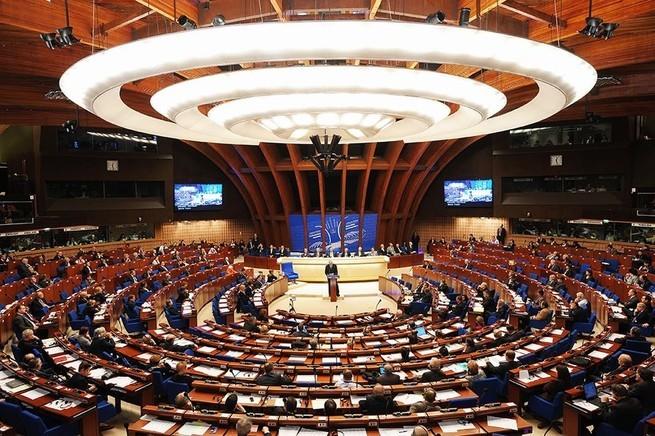 Пока гиены скачут, ПАСЕ преподносит Украине неприятный сюрприз