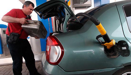 Почему бензин в Казахстане вдвое дешевле нашего?