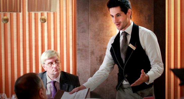 Гениальный официант сумел продать нам то, что мы не просили