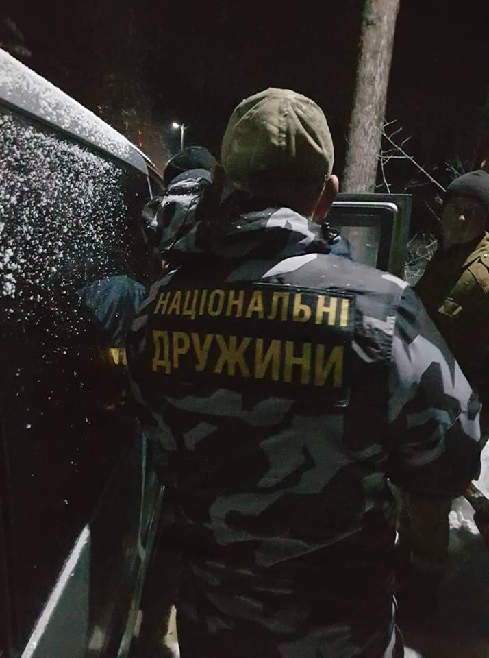 Жители Карпат наваляли приехавшим «охранять лес» заезжим боевикам «Национальных дружин»