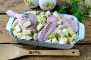 Утка с яблоками и капустой - фото шаг 3