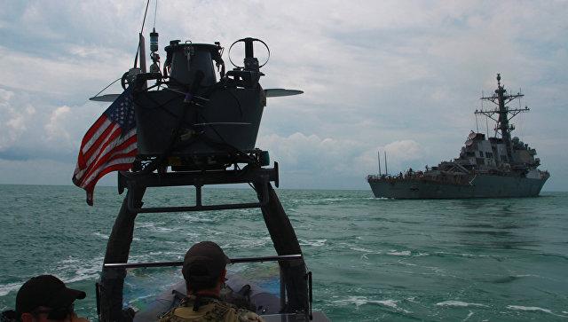 """Эсминцы США в Черном море будут """"на прицеле"""", заявил российский адмирал"""