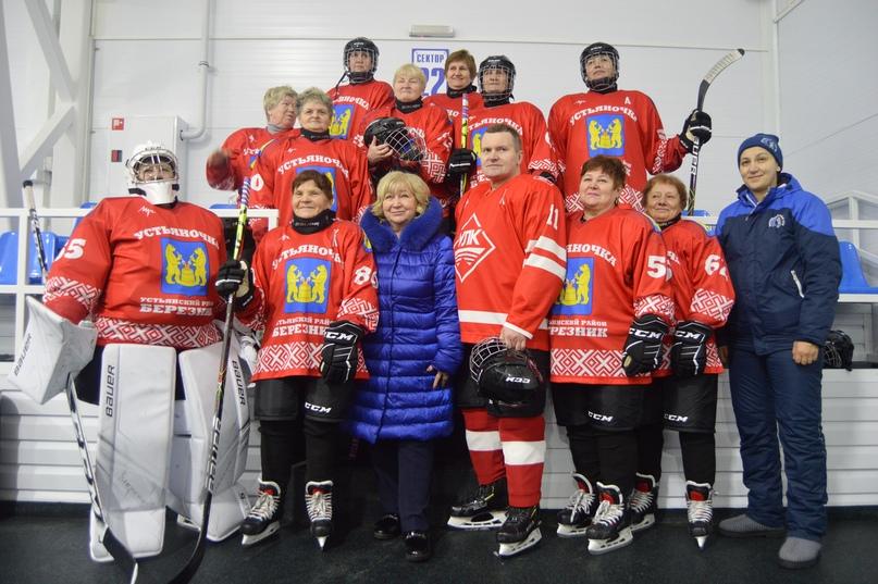 Уникальная хоккейная команда бабушек Архангельска:  самой младшей хоккеистке 53 года гордость России,Живое,история,Россия,хоккей