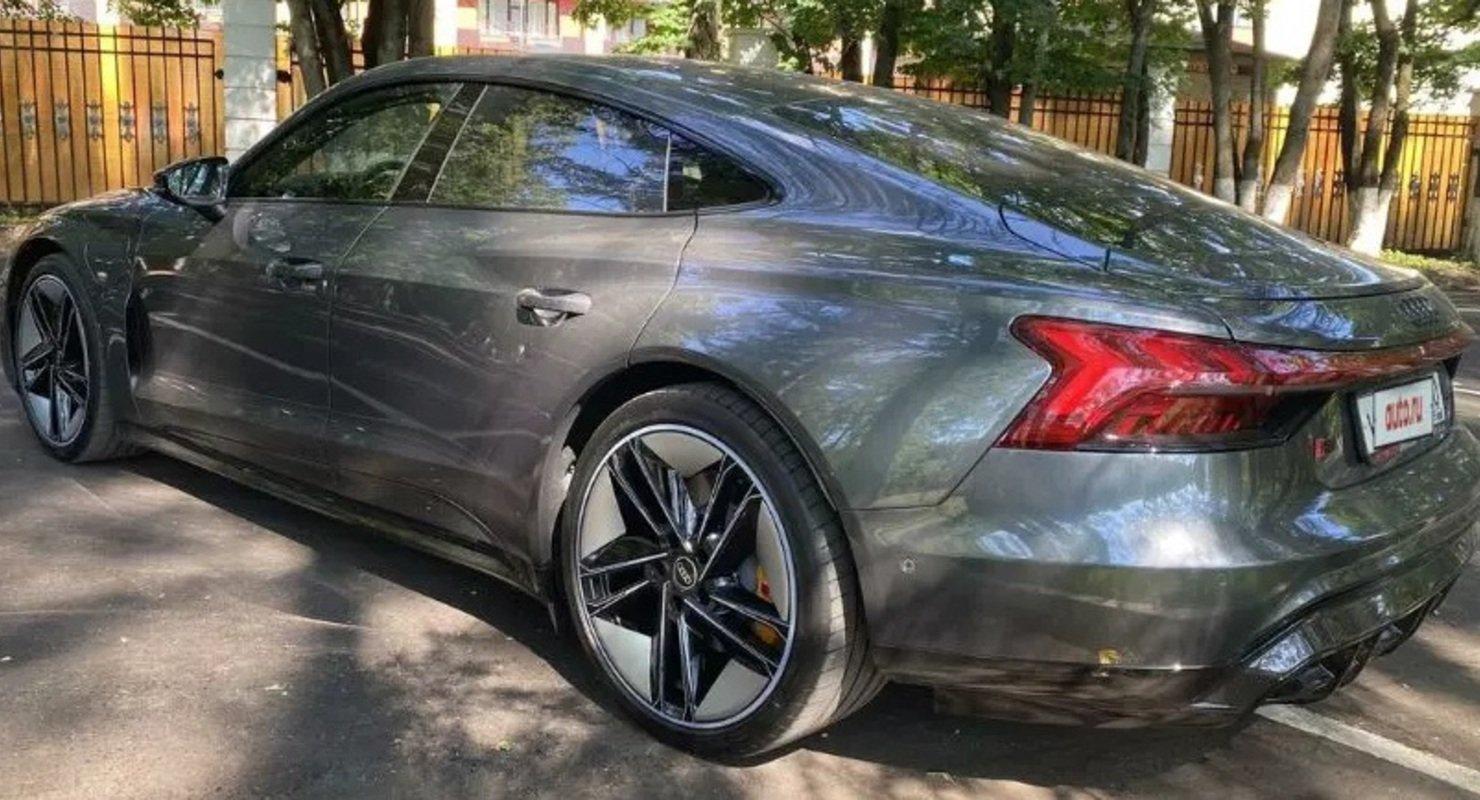В России продают 646-сильный электрокар Audi, не представленный официально в стране Автомобили