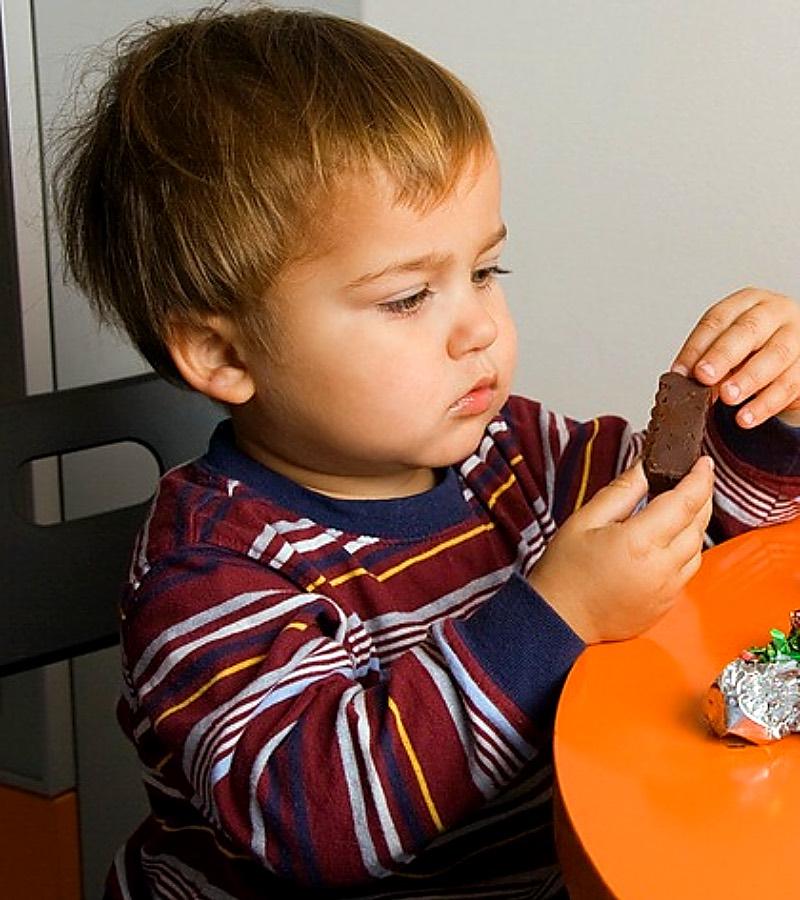 предложения малыш с конфетой картинка четко
