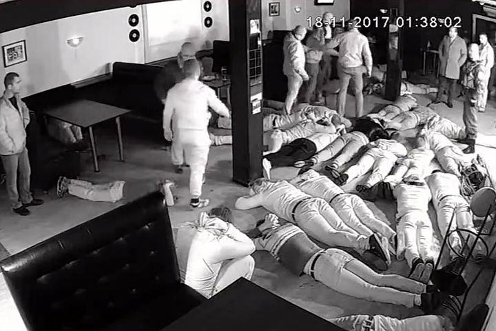 Обиженные «цыганами» полицейские устроили «показательное выступление» в елецком клубе