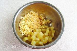 Салат из ананасов с сыром и чесноком: Соединить ингредиенты