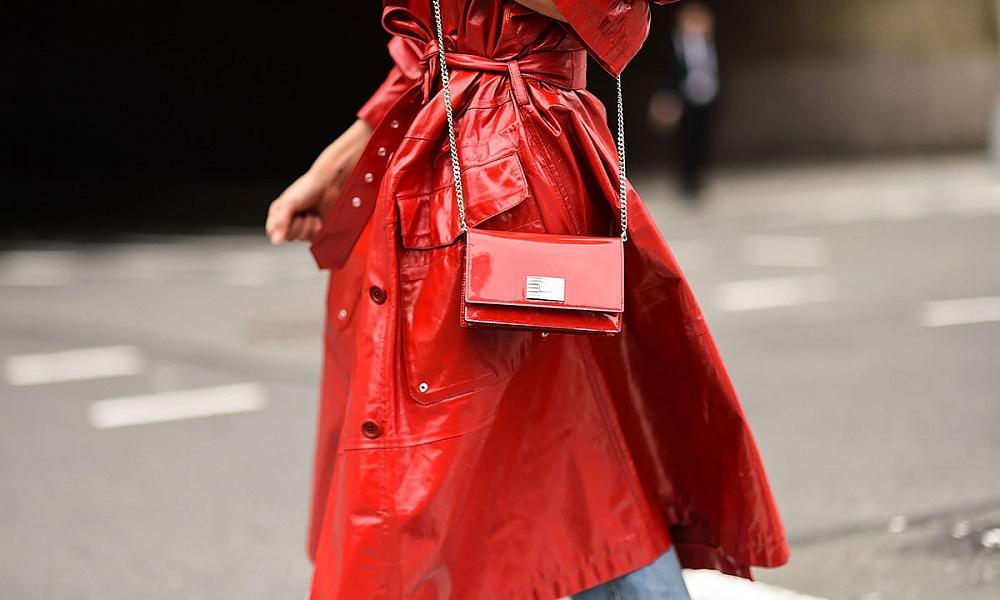 Ставка на красное (пальто): как и с чем носить