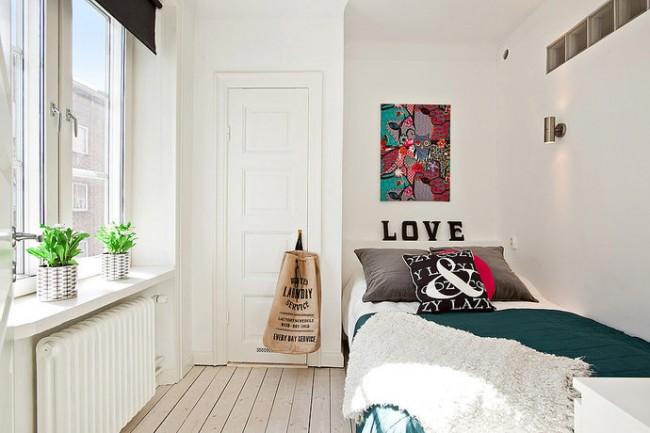 Абстрактные картины, картины в стиле модерн или коллажи из фотографий помогут создать уникальный, изящный и яркий дизайн вашей спальной комнаты, при этом они не займут много места