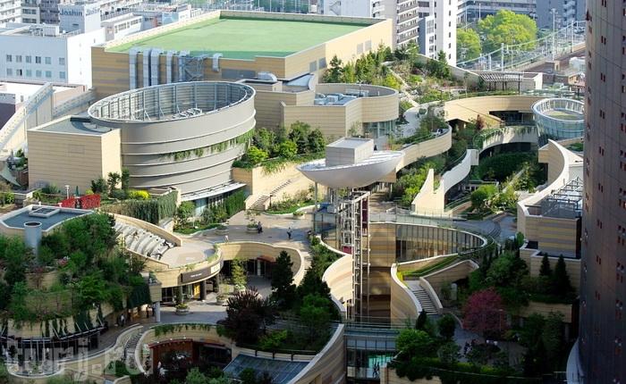 Восхитительные зоны отдыха в самом удивительном торговом центре Namba Parks (Осака, Япония).