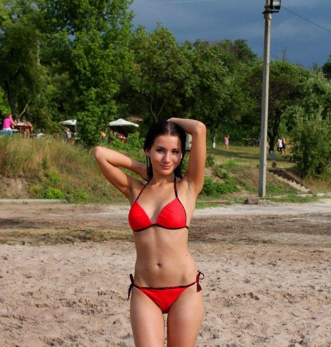увеличивает красивые девушки из социальных сетей на пляже собираетесь
