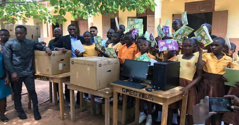 Африканским школьникам, изучавшим Word по рисункам на доске, пожертвовали компьютеры