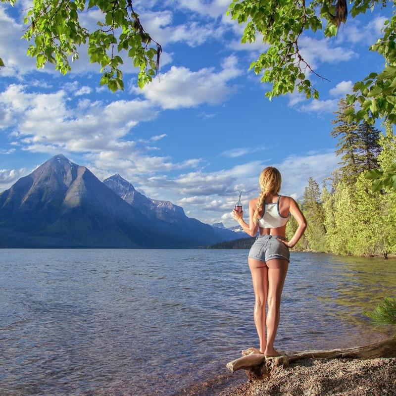 Модель отправилась в турпоход и делает пикантные снимки на лоне природы Instagram, красота, модель, природа, сша