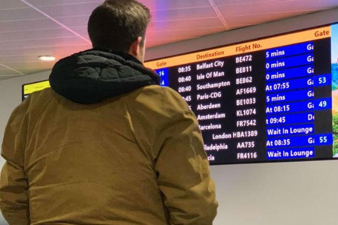 Как провести багаж в самолете бесплатно: хитрый лайфхак от британца